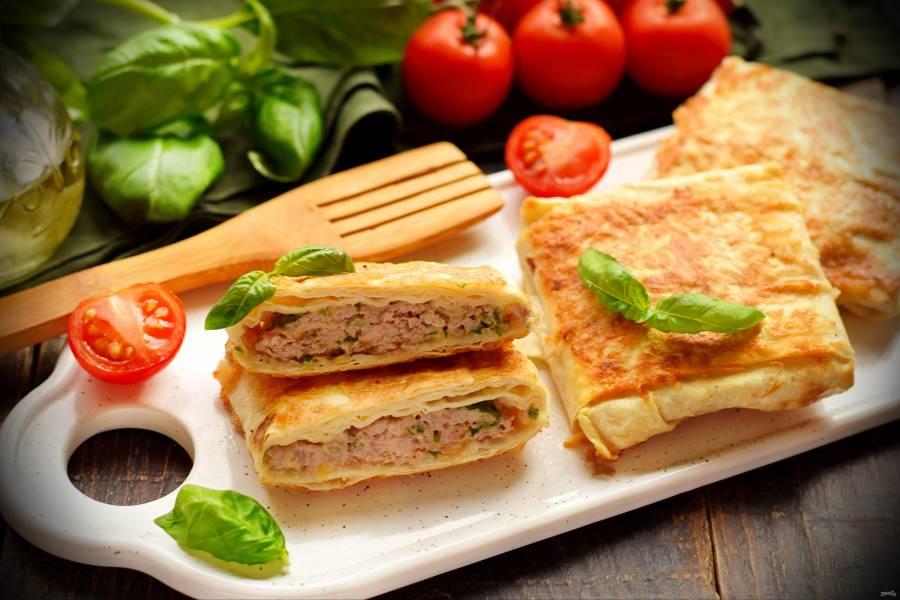 Конвертики из лаваша с мясом и сыром