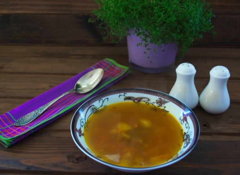 Подайте к столу. Вкусный и ароматный суп на говядине готов.