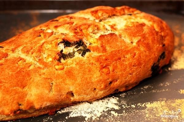 Ставим хлеб в разогретую до 200 градусов духовку и выпекаем примерно 30 минут. Все, хлеб готов!