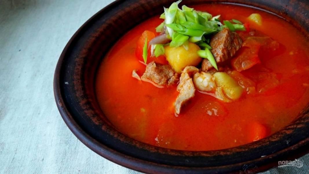 5. Дайте супу прокипеть 5 минут, попробуйте его на соль и специи, выньте острый перец из супа и дайте настояться 15 минут. Приятного аппетита!