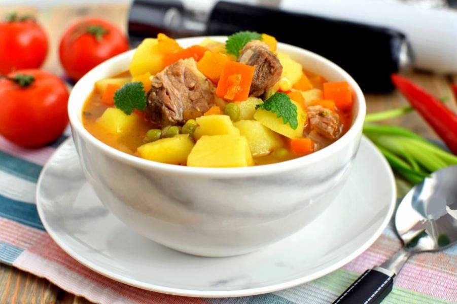 Подавайте суп по-аргентински в керамической посуде, чтобы он дольше оставался горячим. Приятного аппетита!