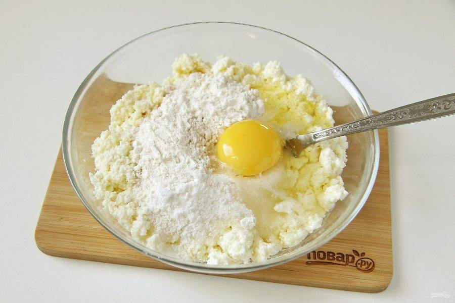 Добавьте одно яйцо.