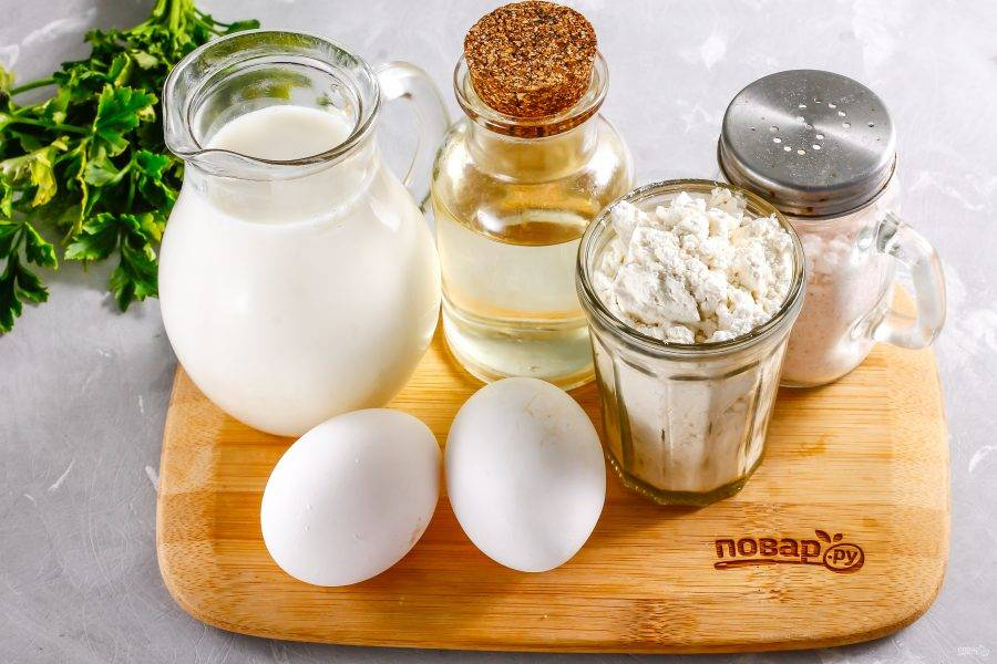 Подготовьте указанные ингредиенты. Вместо молока любой жирности вы можете использовать обычную воду.
