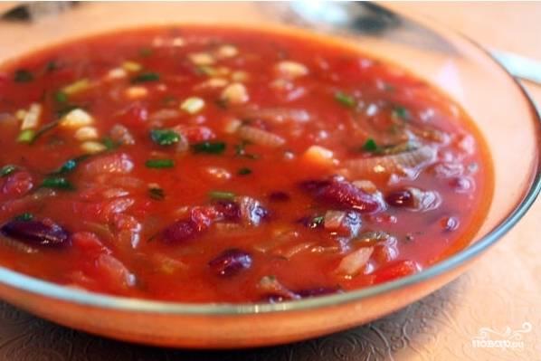 8. Наш фасолевый суп готов! Посыпаем мелко нарезанной зеленью и подаем к столу. Приятного аппетита!