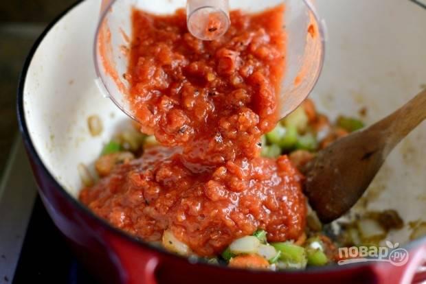 8. Потом добавьте помидоры и тимьян.