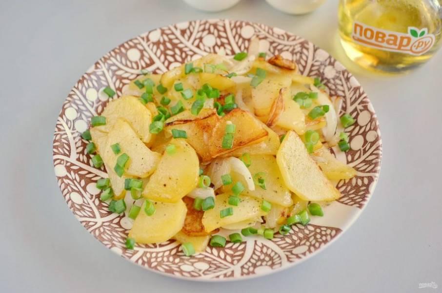 Картофель с луком готов!