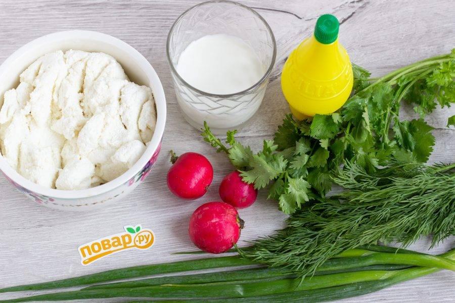 Подготовьте все необходимые ингредиенты, включая желатин, соль и перец. Редис и зелень хорошо помойте.