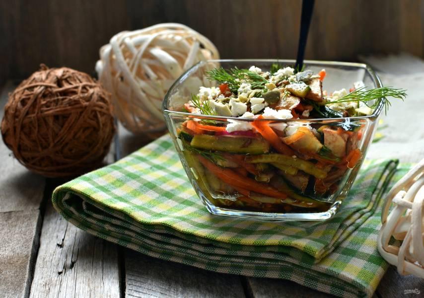 Хрустящий салат с курицей и овощами