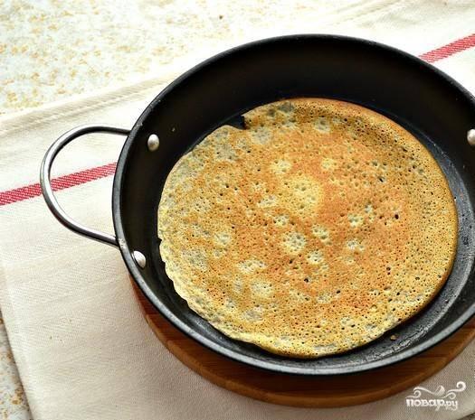 6. Обжариваем блины с двух сторон на хорошо раскаленной сковороде.
