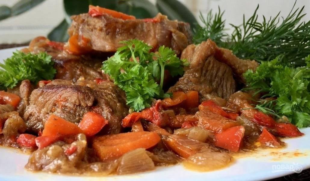 Нежное мясо с овощами, тушенное в пиве