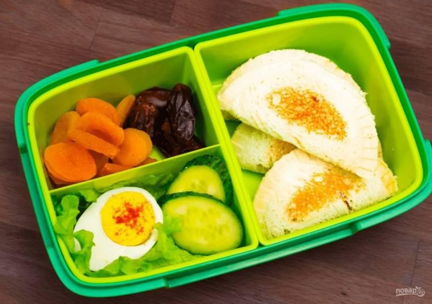 4. Все сэндвичи подсушите на сухой сковороде до золотистого цвета. Приятного аппетита!