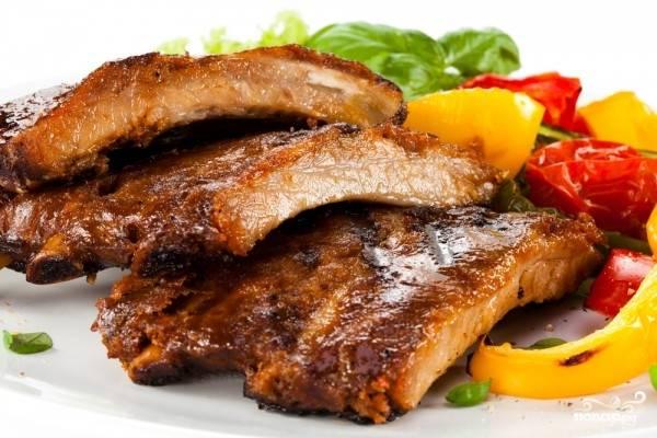 6.Готовые ребрышки подаем к столу с гарниром или соусом. Приятного Вам аппетита!