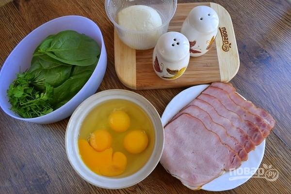 Духовку включите на 180 °C. Подготовьте необходимые продукты. Шпинат промойте холодной водой, обсушите.