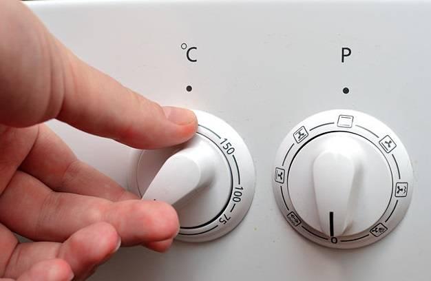 1. Включите духовку нагреваться на 200 градусов.