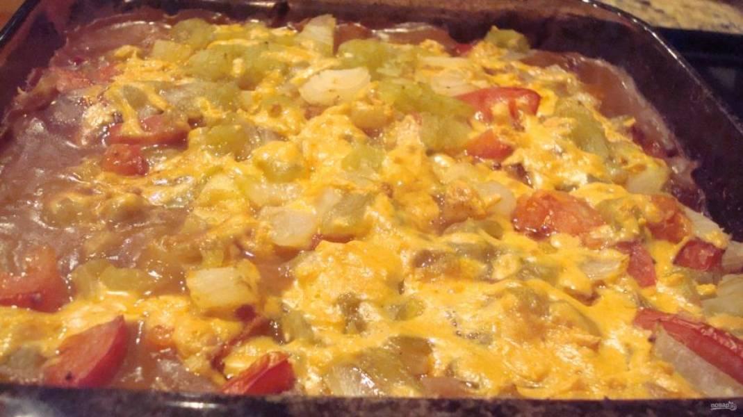 Запеканку готовьте в духовке при 200 градусах в течение 30-40 минут.