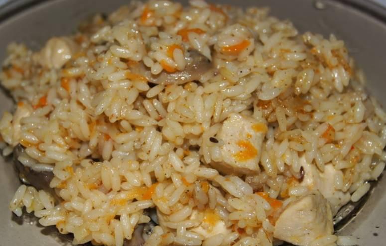 Готовим курицу с рисом в духовке 40 минут, температура 200 градусов. Приятного аппетита!