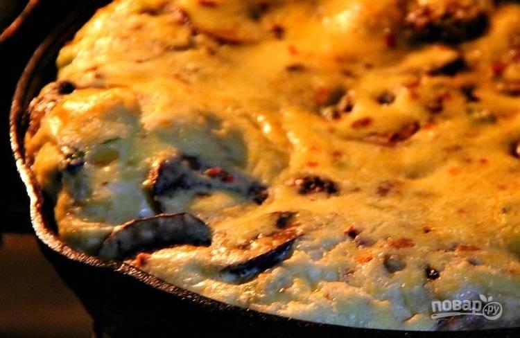 4.Переставьте сковороду в разогретую до 200 градусов духовку на 15-18 минут.