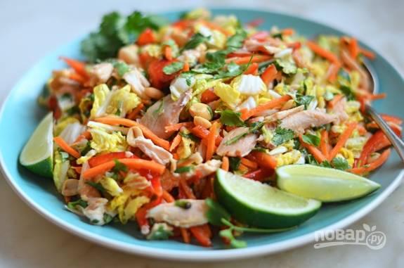 5. Влейте заправку в салат и перемешайте. Приятного аппетита!