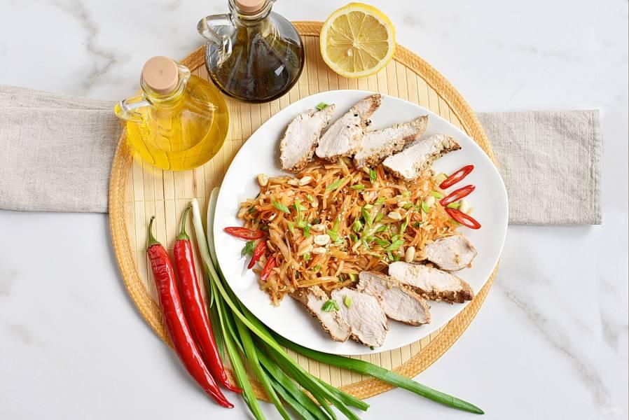 Салат с куриной грудкой и капустой