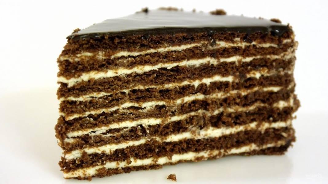 8. Поставьте торт в холодильник на 10-12 часов. Приятного аппетита!
