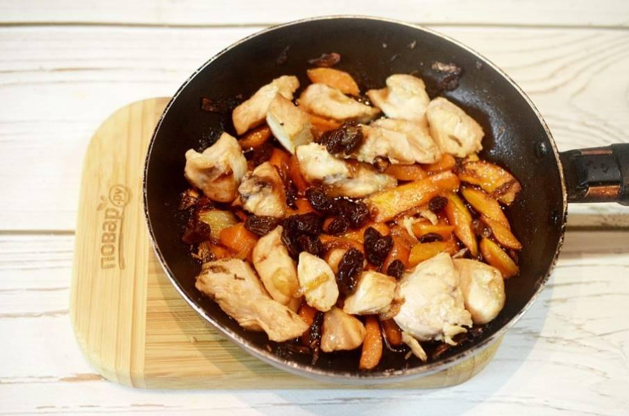 7. Добавьте промытый барбарис, зиру, соль.