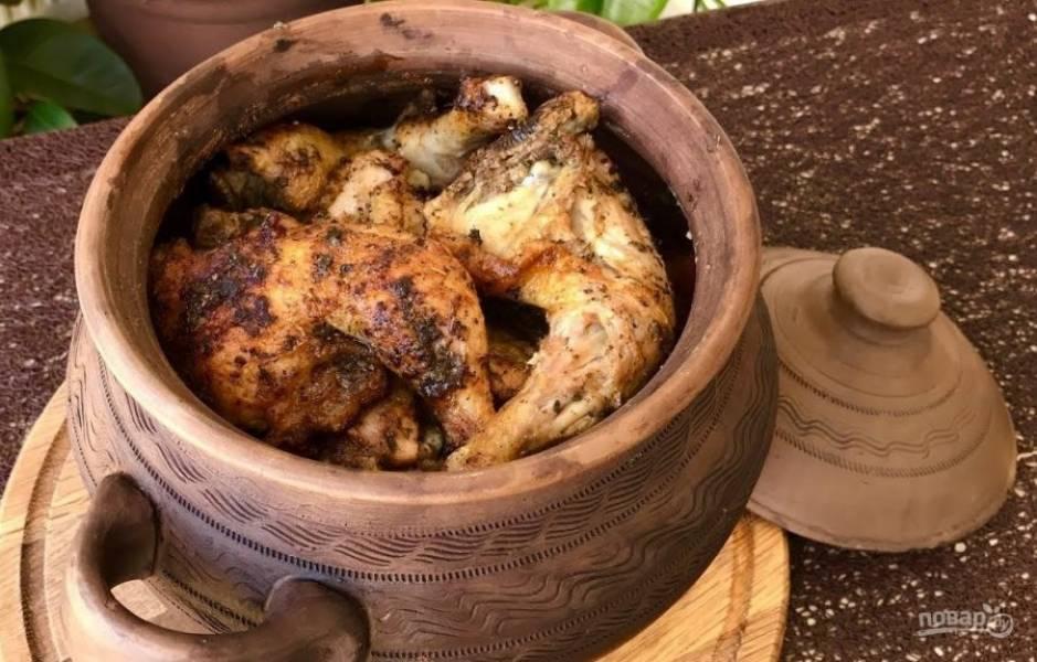 6. Мясо плотно выложите целыми кусочками поверх чечевицы. Отправьте в разогретую духовку до готовности мяса. Приятного аппетита!
