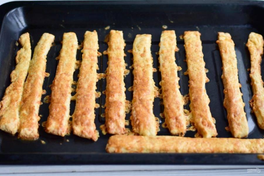 Отправьте противень в разогретую до 180 градусов духовку на 15 минут.