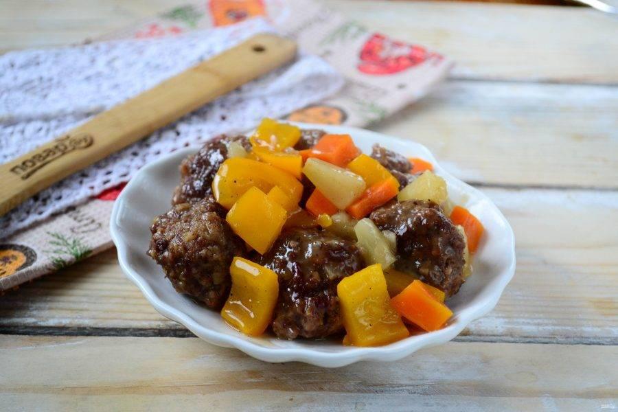 Фрикадельки в кисло-сладком соусе готовы. Подавайте их горячими, приятного аппетита!