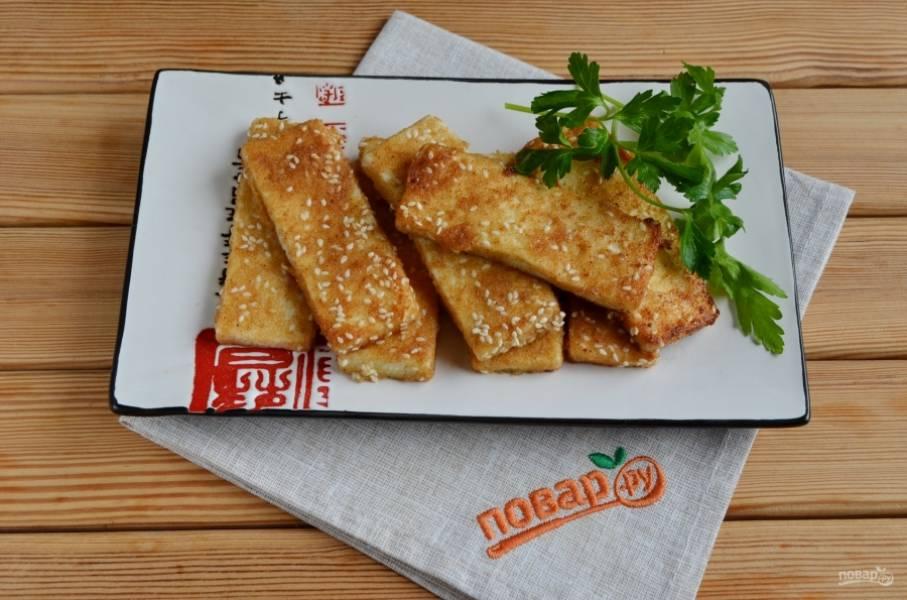 За время жарки сыр становится другим не только на вкус, но и меняет текстуру. Обязательно попробуйте жареный сыр! Приятного!