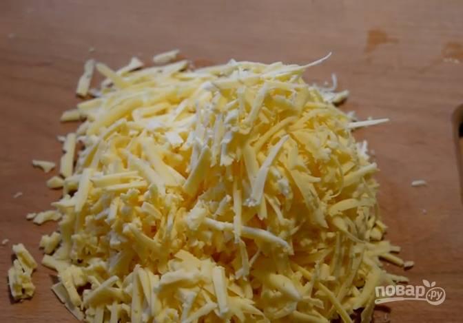 5. Сыр натрите на крупной терке.