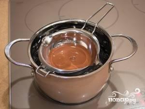 Теперь растопим шоколад с помощью водяной бани.