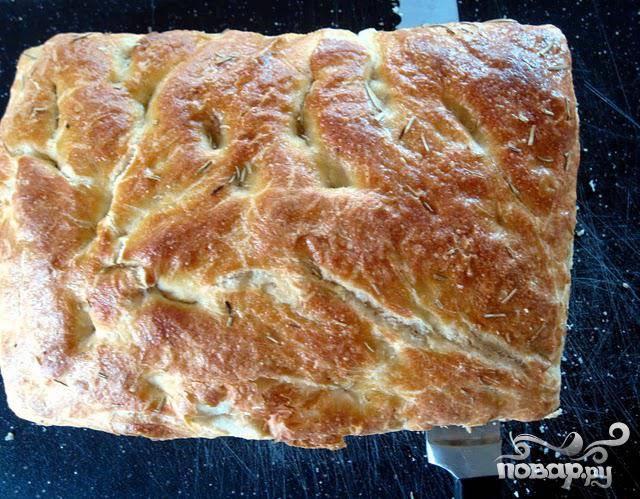4. Разрезать хлеб на две половинки, причем верхняя половинка должна быть немного тоньше нижней.