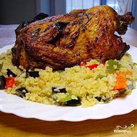 Выкладываем цыпленка на блюдо - и подаем. Приятного аппетита!