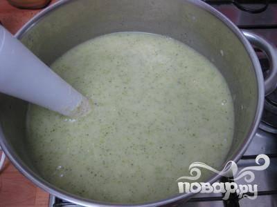 Блендером измельчите суп.