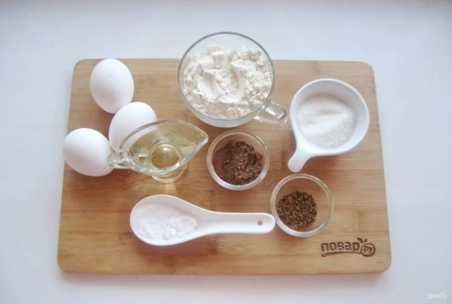 Подготовьте ингредиенты для приготовления бисквита.