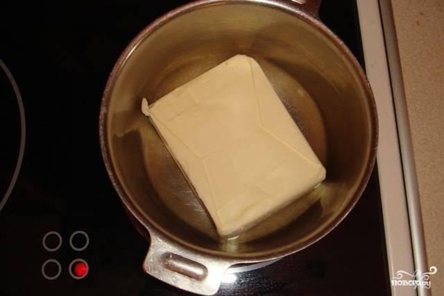 2.Растапливаем сливочное масло.