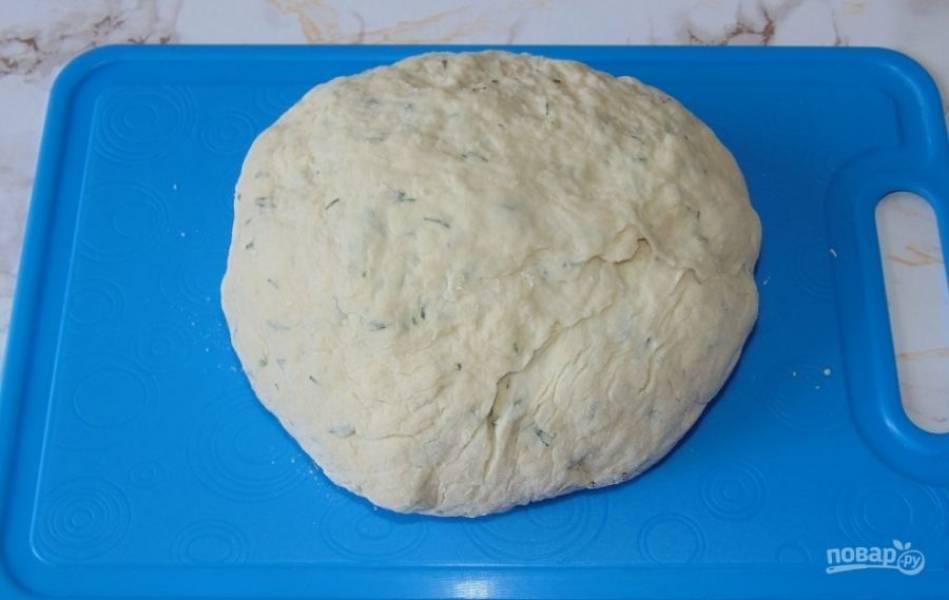 5.Замесите тесто и оберните пищевой пленкой, оставьте при комнатной температуре на полчаса.