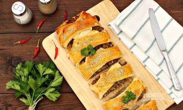 Пирог с капустой и фаршем готов, приятного аппетита!