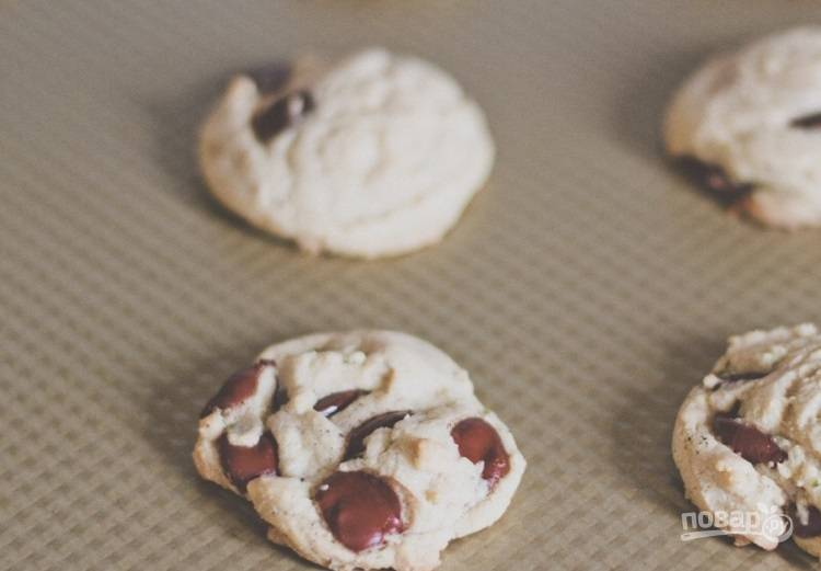 5.Запекайте печенье в разогретой до 180 градусов духовке 8-10 минут.