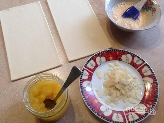 1. Вот и все наши ингредиенты для приготовления вкусных круассанов. Тесто необходимо разморозить.