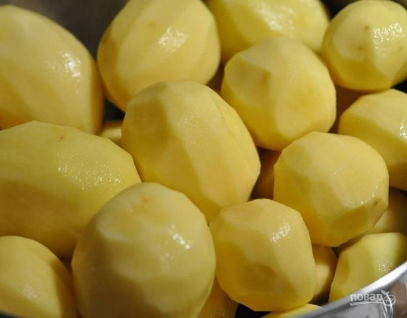 """1. Кто не любит драники? Их еще называют """"дерунами"""" или """"картофельными оладьями"""". Это простейшее блюдо готовится из картофеля. К нему можно добавить самые разные ингредиенты: лук, морковь, грибы, зелень и даже фарш. Я предлагаю классический рецепт приготовления драников."""