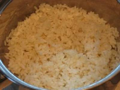 2. При желании в фарш можно добавить предварительно сваренный рис.