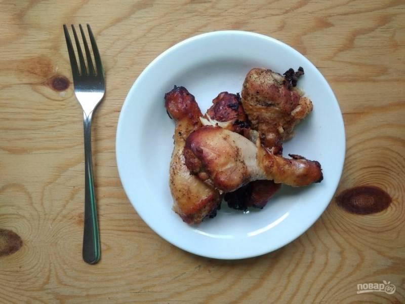 7. Запекайте курицу в течение 46 минут в духовке при 180 градусах. Приятного аппетита!