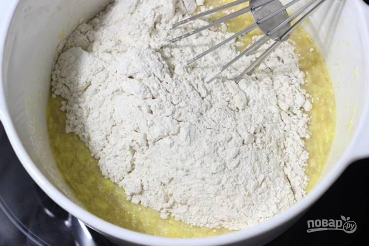 5.Добавьте сухие составляющие к тем, что уже в миске.