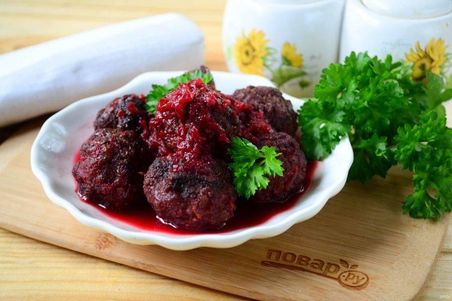 Фрикадельки под вишневым соусом готовы. Подавайте горячими с любым гарниром. Приятного аппетита!