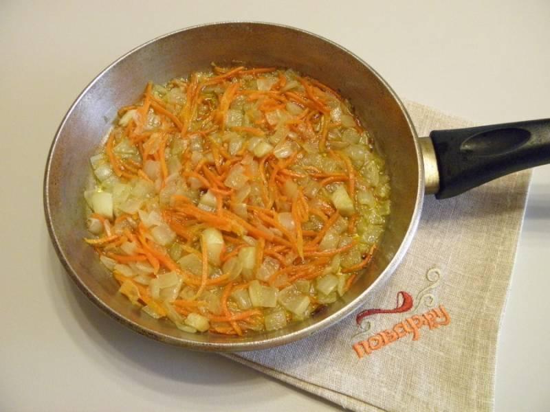 4. Жарьте овощи на растительном масле до готовности.