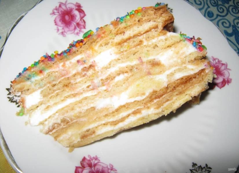"""13. Пропитывается торт """"Мадонна"""" минимум 5 часов, а лучше оставьте его в холодильнике на ночь."""