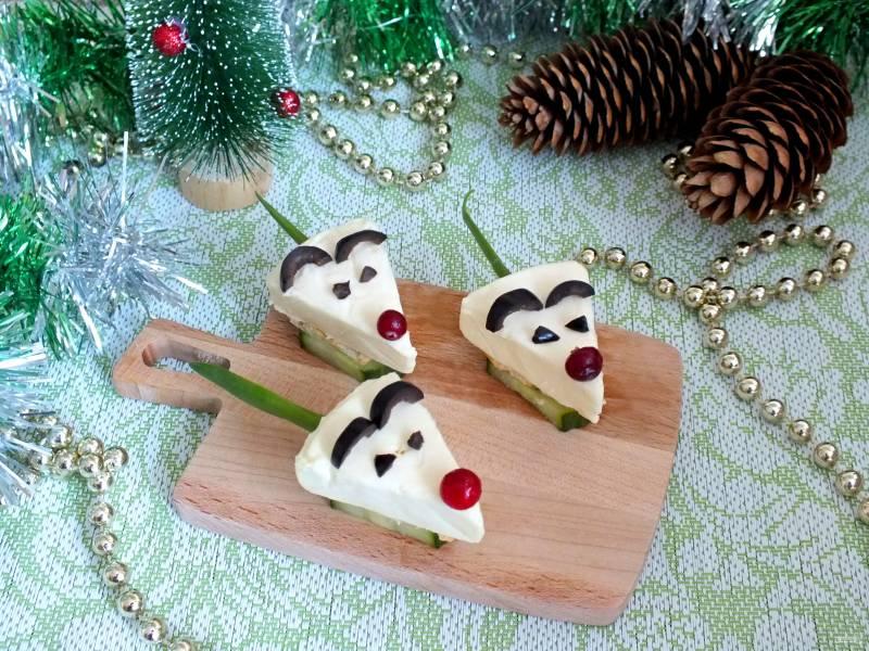 """Новогодние канапе """"Мышки на крекерах"""""""