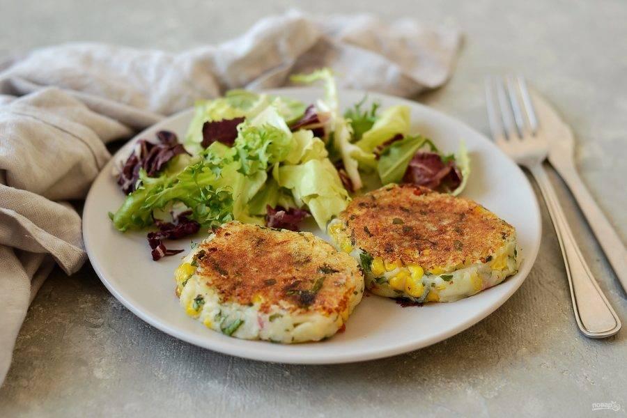 Котлеты из картофеля с кукурузой готовы, приятного аппетита!