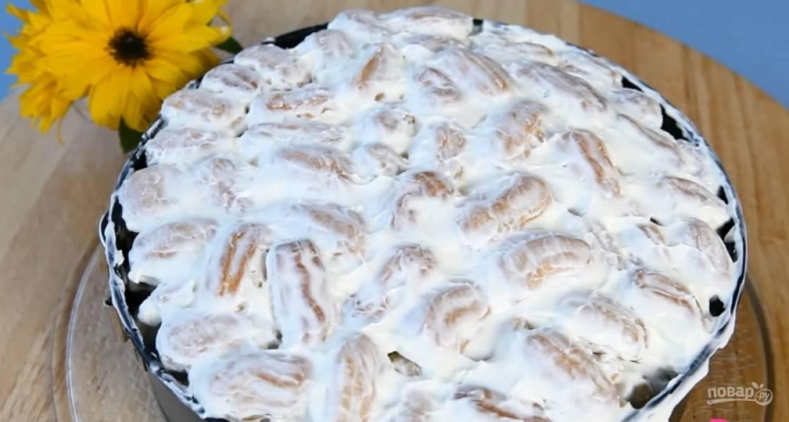 9.Выложите всё на блюдо и украсьте торт. Приятного аппетита!